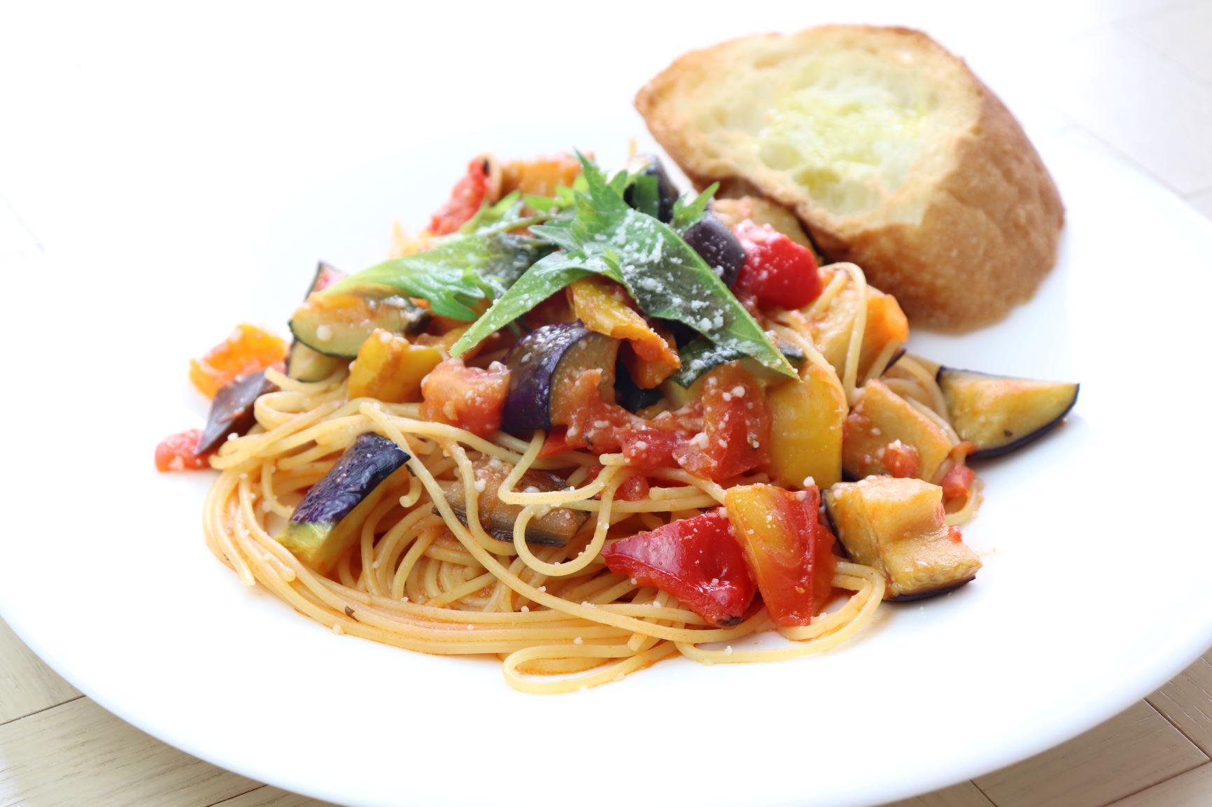 【期間限定ランチ】夏野菜のトマトソースパスタイメージ